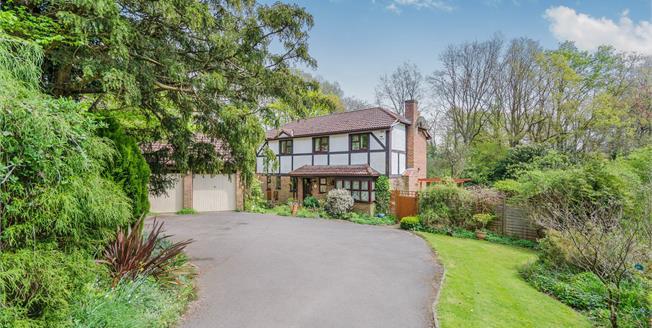 Asking Price £650,000, 4 Bedroom For Sale in Bursledon, SO31