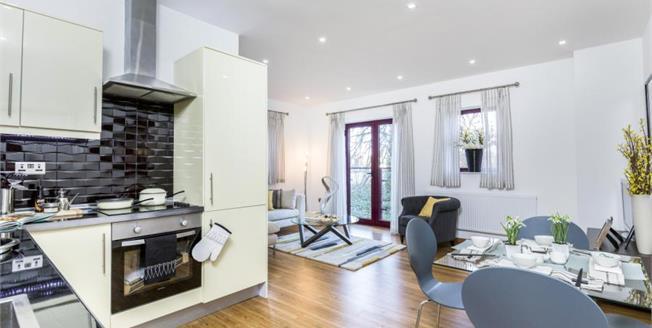 Asking Price £180,000, 2 Bedroom Flat For Sale in Fareham, PO16