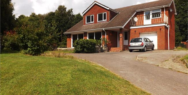 Guide Price £525,000, 4 Bedroom Detached House For Sale in Swanwick, SO31