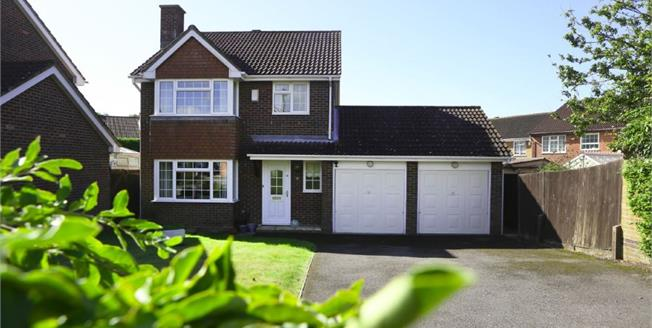 Guide Price £400,000, 4 Bedroom Detached House For Sale in Locks Heath, SO31