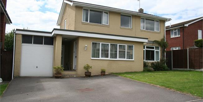 Offers in excess of £400,000, 4 Bedroom Detached House For Sale in Swanwick, SO31