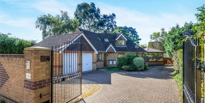 Offers in excess of £600,000, 4 Bedroom Detached House For Sale in Bursledon, SO31