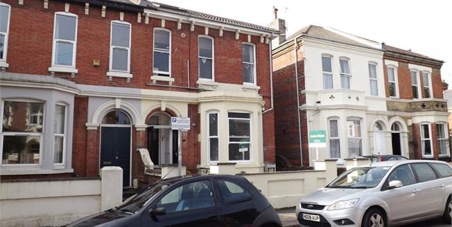 Asking Price £150,000, 2 Bedroom Flat For Sale in Southsea, PO5