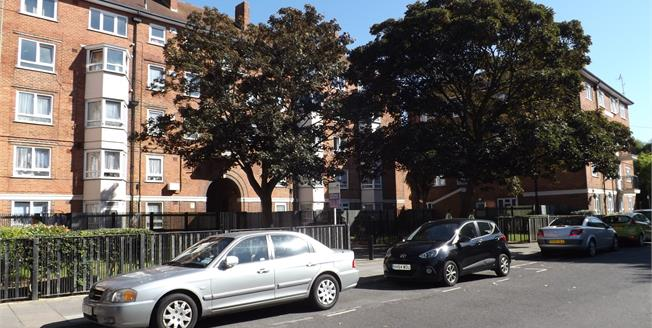 Asking Price £100,000, 1 Bedroom Flat For Sale in Portsmouth, PO1