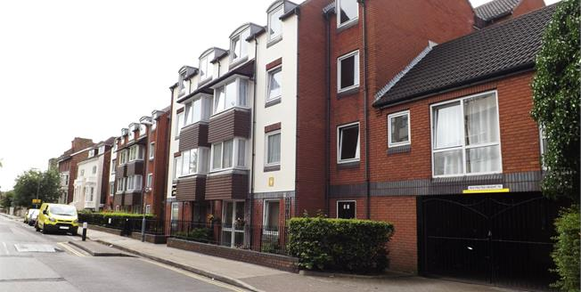 Asking Price £80,000, 1 Bedroom Flat For Sale in Southsea, PO5