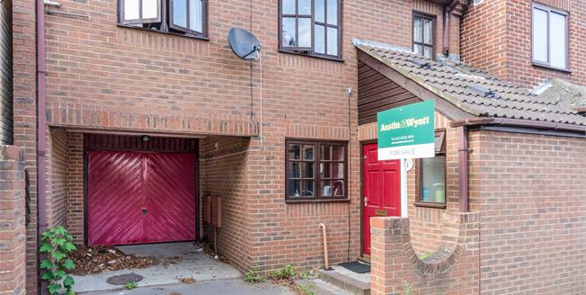 Asking Price £280,000, 3 Bedroom Detached House For Sale in Southampton, SO14