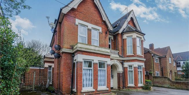 Asking Price £140,000, 2 Bedroom Flat For Sale in Southampton, SO17