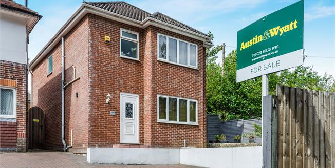 Asking Price £335,000, 3 Bedroom Detached House For Sale in Southampton, SO16