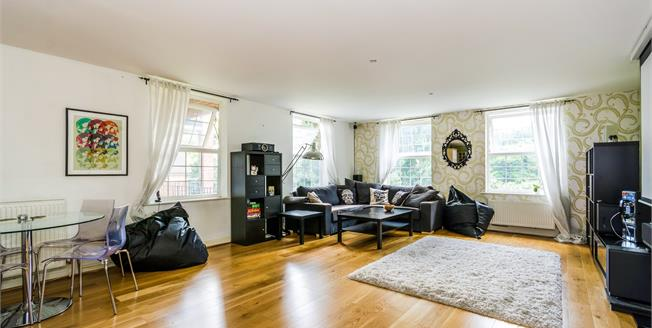 Guide Price £350,000, 2 Bedroom Flat For Sale in Southampton, SO16