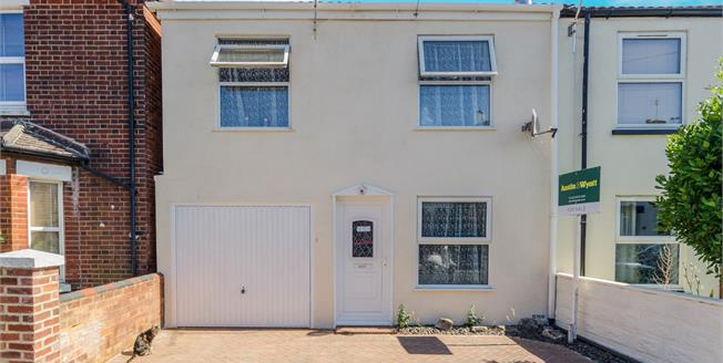 Asking Price £250,000, 4 Bedroom Semi Detached House For Sale in Southampton, SO17