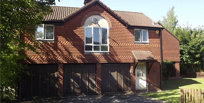 Guide Price £230,000, 2 Bedroom Upper Floor Maisonette For Sale in Basingstoke, RG22