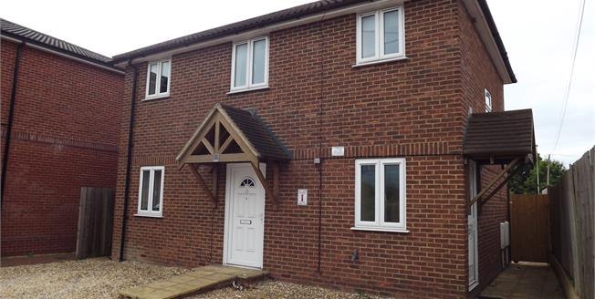 Guide Price £175,000, 2 Bedroom Upper Floor Maisonette For Sale in Worting, RG22