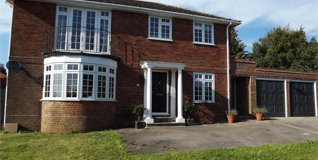 Guide Price £675,000, 4 Bedroom Detached House For Sale in North Waltham, RG25