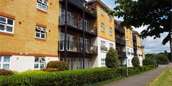 Asking Price £260,000, 2 Bedroom Flat For Sale in Bracknell, RG12