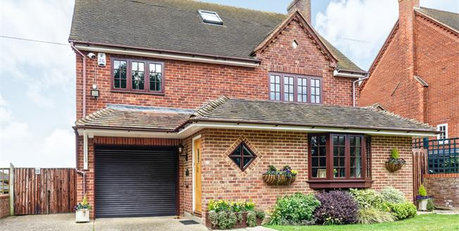 Guide Price £849,950, 4 Bedroom Detached House For Sale in Warfield, RG42
