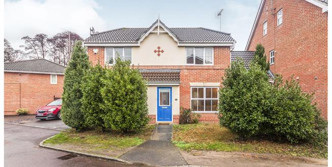 Guide Price £425,000, 3 Bedroom Detached House For Sale in Bracknell, RG12