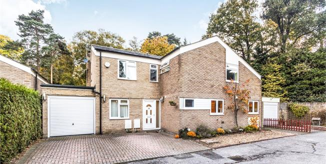 Guide Price £625,000, 5 Bedroom Detached House For Sale in Bracknell, RG12