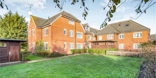 Guide Price £108,000, 2 Bedroom Flat For Sale in Winnersh, RG41