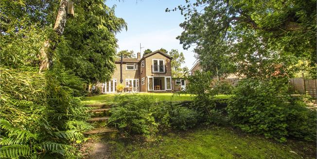 Guide Price £875,000, 4 Bedroom Detached House For Sale in Bracknell, RG12
