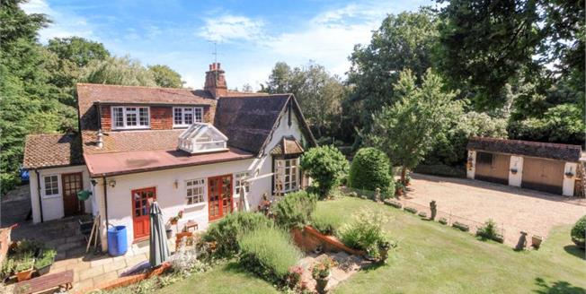 Guide Price £859,950, 5 Bedroom Detached House For Sale in Heckfield, RG27