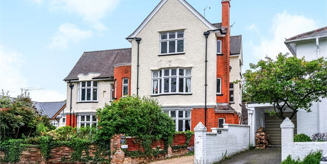 £500,000, 3 Bedroom Maisonette For Sale in Hartley Wintney, RG27