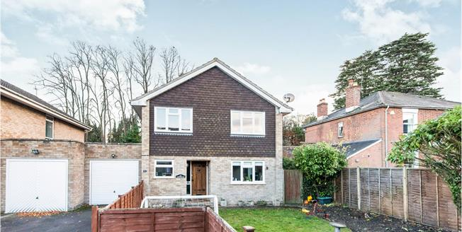 Guide Price £525,000, 4 Bedroom Detached House For Sale in Hook, RG27