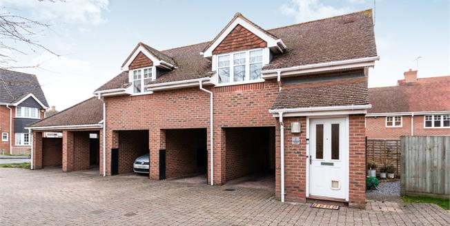 Guide Price £275,000, 2 Bedroom Detached House For Sale in Hook, RG27
