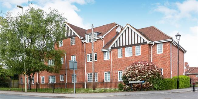 Asking Price £225,000, 2 Bedroom Flat For Sale in Hook, RG27