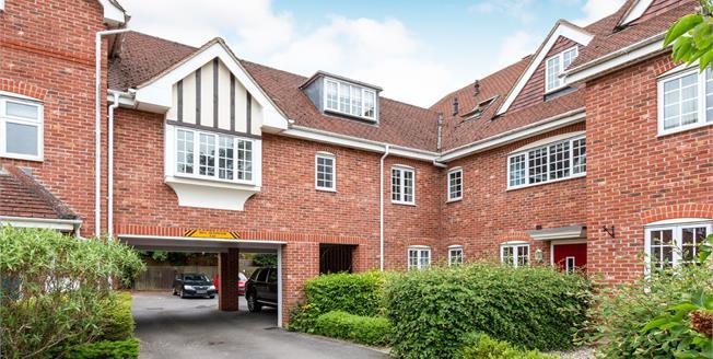 Asking Price £200,000, 1 Bedroom Flat For Sale in Hook, RG27