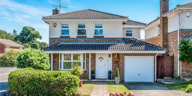 Asking Price £585,000, 4 Bedroom Detached House For Sale in Lightwater, GU18