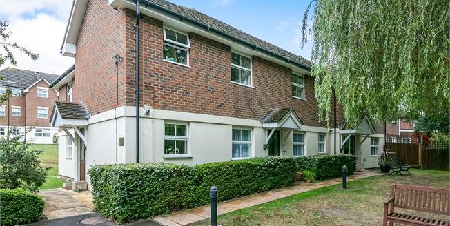 Asking Price £265,000, 2 Bedroom Flat For Sale in Lightwater, GU18