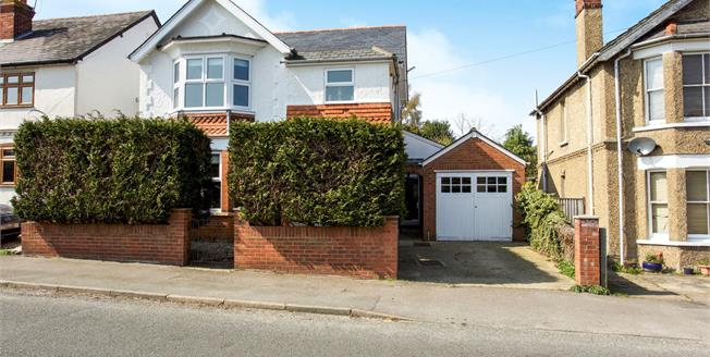 Asking Price £685,000, 4 Bedroom Detached House For Sale in Lightwater, GU18
