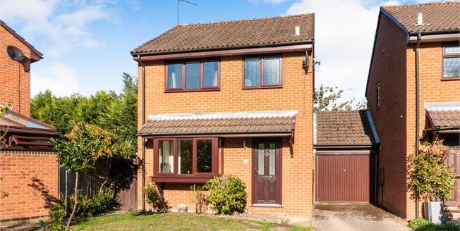 Offers in excess of £415,000, 3 Bedroom Link Detached House For Sale in Lightwater, GU18