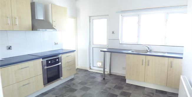Asking Price £110,000, 2 Bedroom Flat For Sale in Gosport, PO12