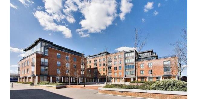 Asking Price £179,995, 2 Bedroom Flat For Sale in Gosport, PO12
