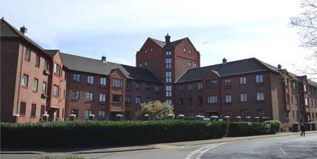 Asking Price £134,995, 2 Bedroom Flat For Sale in Gosport, PO12