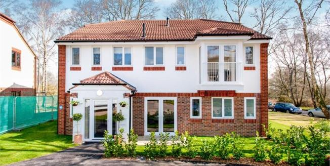 Asking Price £172,000, 1 Bedroom Flat For Sale in Denmead, PO7