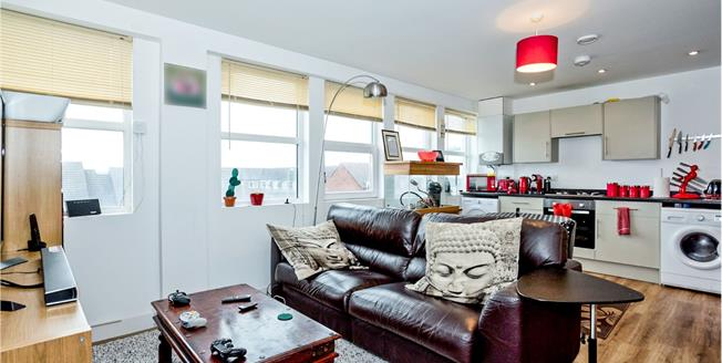 Asking Price £145,000, 2 Bedroom Flat For Sale in Waterlooville, PO7
