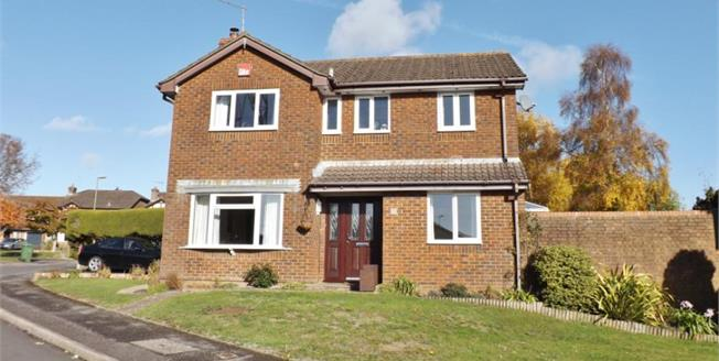 Guide Price £450,000, 4 Bedroom Detached House For Sale in Waterlooville, PO8
