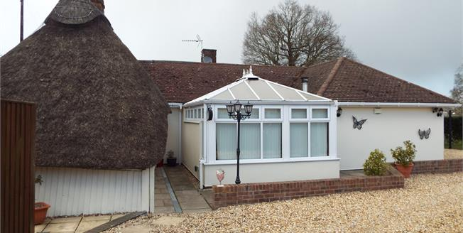Guide Price £475,000, 4 Bedroom Detached Cottage For Sale in Pamber End, RG26