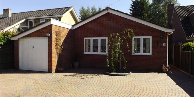 Guide Price £350,000, 3 Bedroom Detached Bungalow For Sale in Pamber Heath, RG26
