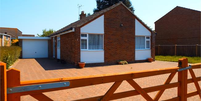 Guide Price £350,000, 3 Bedroom Detached Bungalow For Sale in Tadley, RG26