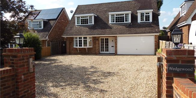 Guide Price £550,000, 5 Bedroom Detached House For Sale in Tadley, RG26