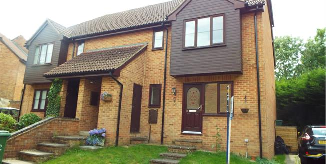 Asking Price £190,000, 2 Bedroom Flat For Sale in Tadley, RG26