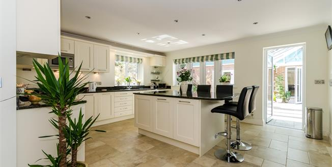 Guide Price £1,125,000, 5 Bedroom Detached House For Sale in Lyndhurst, SO43