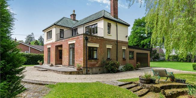 Offers Over £750,000, 3 Bedroom Detached House For Sale in Ashurst, SO40