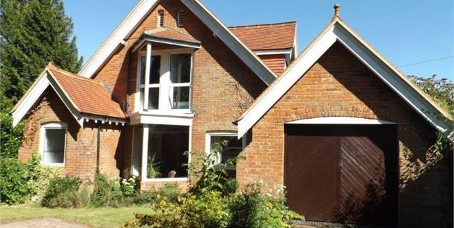 Guide Price £700,000, 5 Bedroom Detached House For Sale in Lyndhurst, SO43