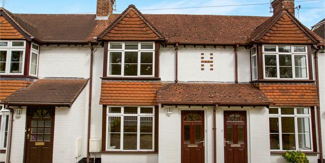 Guide Price £325,000, 2 Bedroom Terraced Cottage For Sale in Lyndhurst, SO43