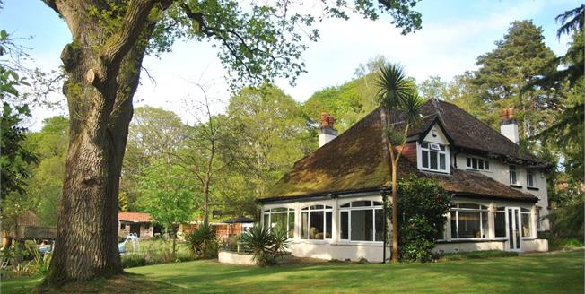 Guide Price £799,950, 4 Bedroom Detached House For Sale in Holbury, SO45