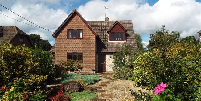 Guide Price £650,000, 4 Bedroom Detached House For Sale in Totton, SO40